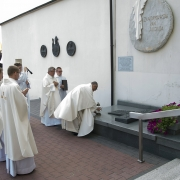 Procesja do grobu Ks. Prob. Czesława Ksonia i zapalenie znicza.