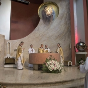 Uroczysta Msza Święta celebrowana przez ks. Damiana Dudkowiaka.