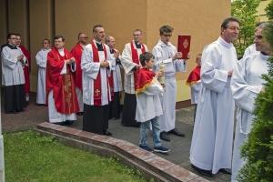 Ks. neoprezbiter Bartosz Rojna prowadzi mszę św. Cz. I.