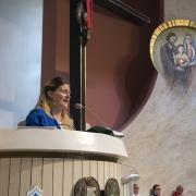 Ks. neoprezbiter Bartosz Rojna odprawia mszę świętą.