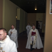 Procesja wprowadzająca Ks. Jacka Mackowiaka do naszej świątyni.