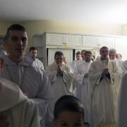 Wspólna modlitwa w zakrystii.