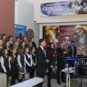 Uroczyste otwarcie Jubileuszowej Bramy Miłosierdzia.  Chórek dzieci z SPP w Kwidzyniu i członkowie zespołu Apostolat Jezusa i Maryi.