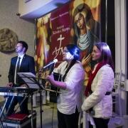 Uroczyste otwarcie Jubileuszowej Bramy Miłosierdzia. Członkowie grupy Apostolat Jezusa i Maryi.