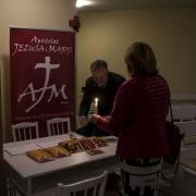 Uroczyste otwarcie Jubileuszowej Bramy Miłosierdzia. Stoisko z płytami zespołu Apostolat Jezusa i Maryi.