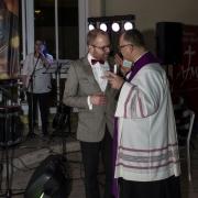 Uroczyste otwarcie Jubileuszowej Bramy Miłosierdzia. Ks. Proboszcz z Szymonem Grzechulskim.