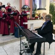 Chór Nazaret, organy i śpiew - Magdalena Kozierska.