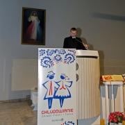 Ksiądz Maciej dziękuje wykonawcom i uczestnikom koncertu.