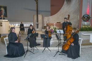 Dzień Zaduszny i koncert Artu'S Kwartet, który wykonał kompozycję Artura Banaszkiewicza - Droga Krzyżowa.