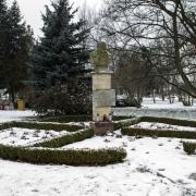 Grabonóg - park z popiersiem bł.Edmunda Bojanowskigo.