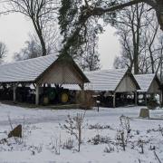 Grabonóg - szopy ze starym sprzętem rolniczym.