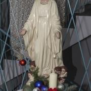 Podrzecze - figura Matki Bożej na korytarzu budynku ochronki.