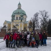 Po wyjściu z autokaru przed Bazyliką Świętogórską.