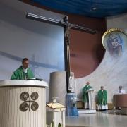 W homilii ks. Mateusz zawarł Słowo Boże i podziękowanie dla całej parafii za 4 lata współpracy duszpasterskiej.