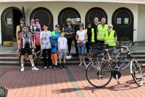 Rodzinny rajd rowerowy do Szreniawy, organizowany w ramach festynu przez naszą Akcję Katolicką