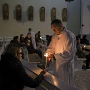 Msza święta roratnia dla młodzieży i dorosłych.
