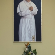 Po uroczystości bierzmowania naszej młodzieży, Ks. Arcybiskup Stanisław Gądecki poświęcił obraz przedstawiający św. Jana Pawła II. Obraz znajduje się w kaplicy pokutnej, a autorem obrazu jest pan Piotr Perkowski, któremu bardzo dziękujemy.
