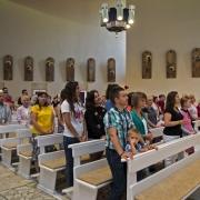 Wieczorma msza św. z udziałem przybyłych do Polski pielgrzymów.