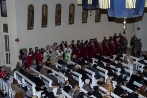 Chór Nazaret i Zespołu Pieśni i Tańca Siekieracy kolędują w naszej świątyni.