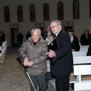 Wieloletni chórzysta chóru Nazaret p. Stanisław Przybył zaproszony do wspólnego kolędowania.