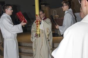 Uroczysta Liturgia Wigilii Paschalnej z procesją rezurekcejną.