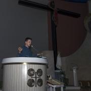 Prowadzący katechezę.