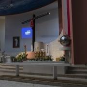 Wigilia Zesłania Ducha Świętego - prowadzący katechezę.